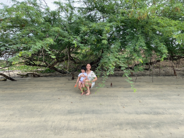 mom-daughter-sanjuan-batangas-beach